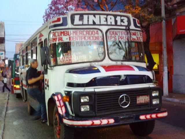 autobús público linea 13 transportación urbana