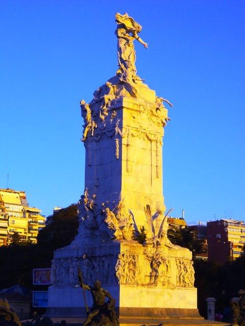Monumento a la Carta Magna y las Cuatro Regiones Argentinas Plaza Almirante Fernandez Palermo.