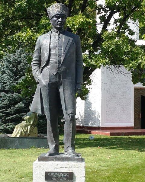 Atatürk Kırgızistan