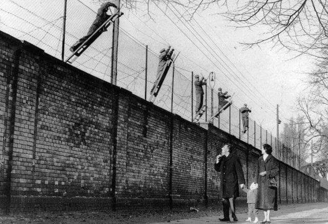 Berlin Duvarı'nın inşası