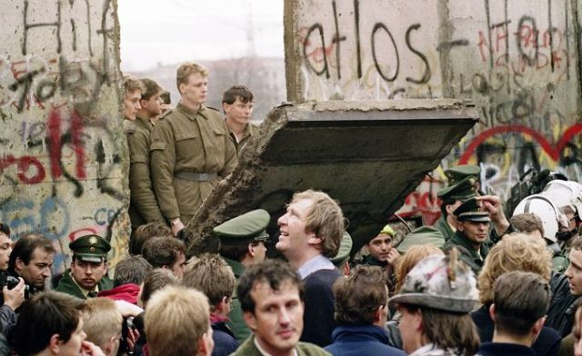 Berlin Duvarı'nın yıkılması