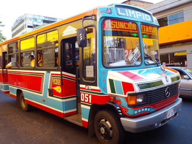 renkli otobüsler