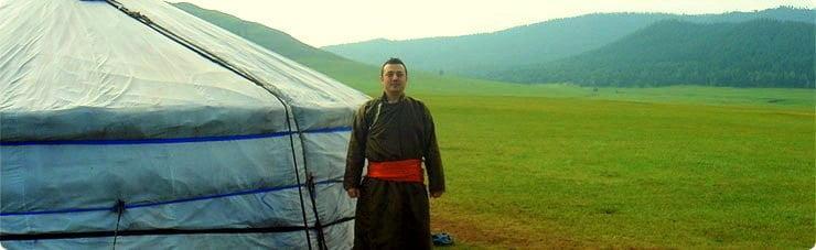 MOĞOLİSTAN – Geleneksel Moğol kıyafetimle bozkırda kaldığım göçebe çadırı